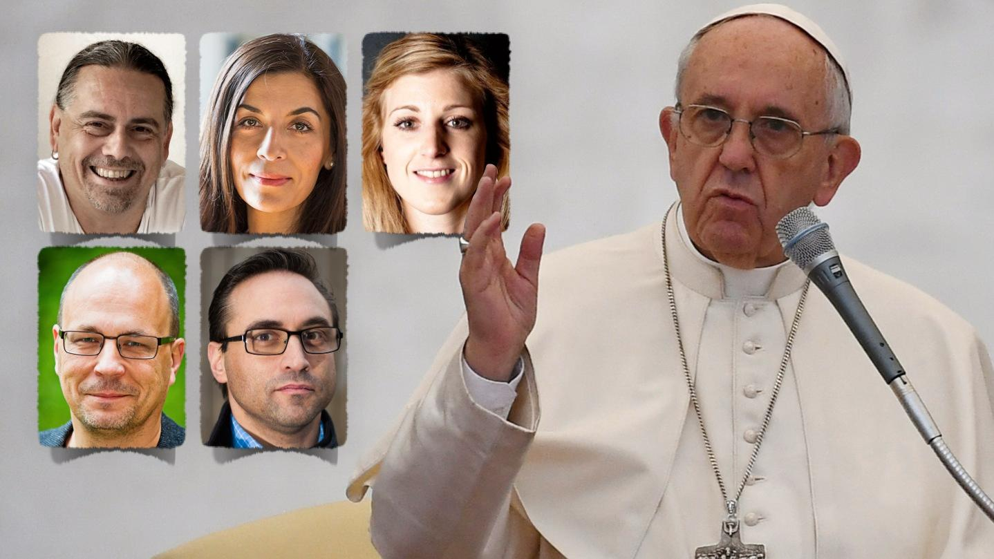 Påve Franciskus har, trots sin försonliga ton, inte genomfört en enda substantiell förändring av kyrkan – läran är fortfarande patriarkal, homofobisk och odemokratisk, skriver debattörerna.
