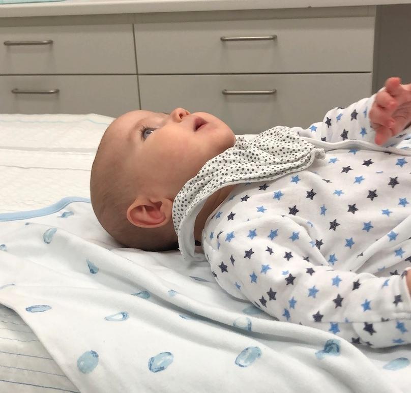 Ava fick undersökas på sjukhuset när hon började kaskadspy.
