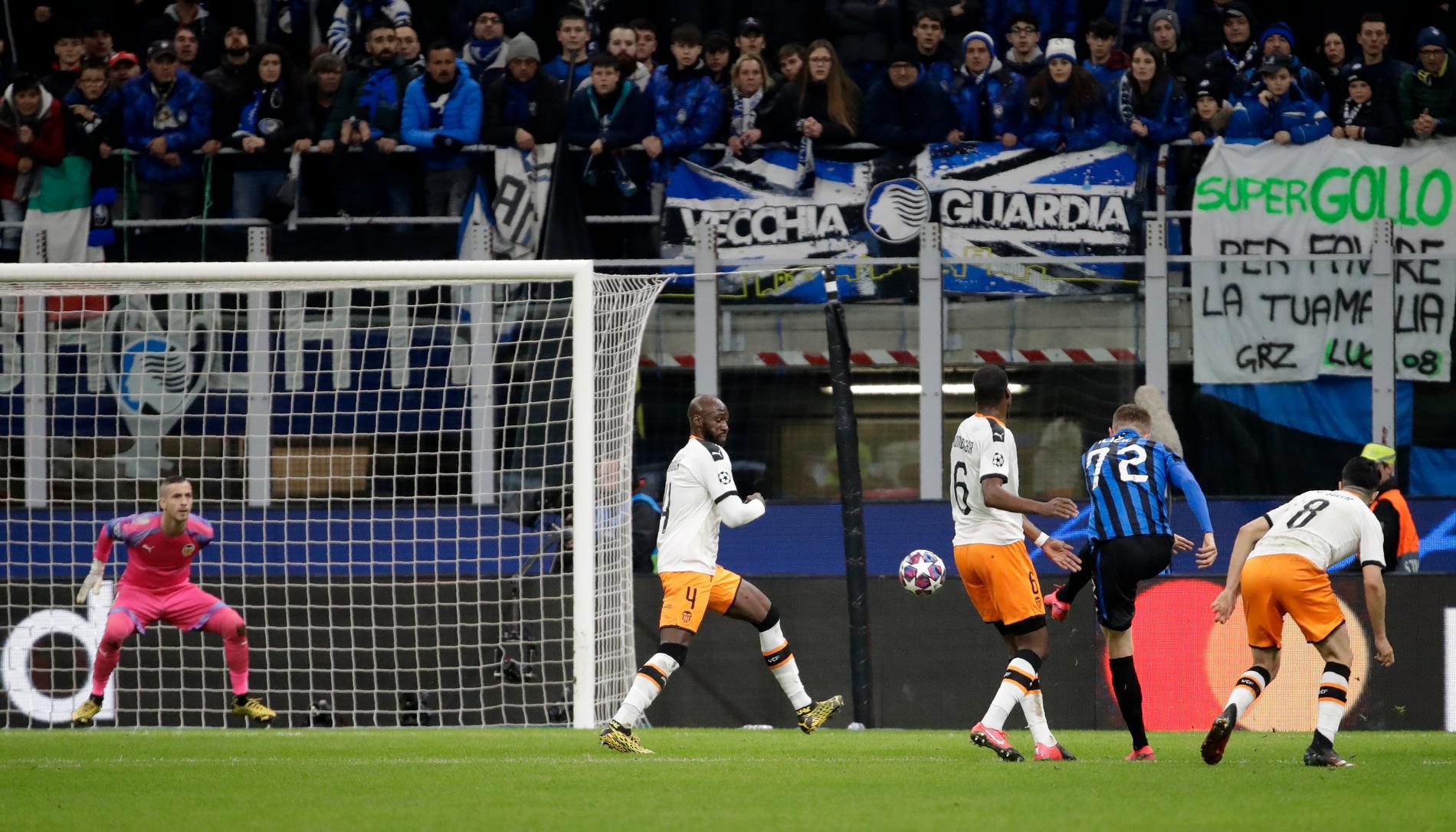 Atalantas Ilicic satte matchens andra mål med ett skott.