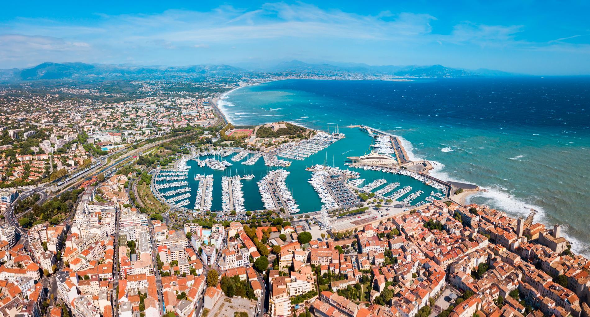 Antibes är en charmig stad på franska rivieran.