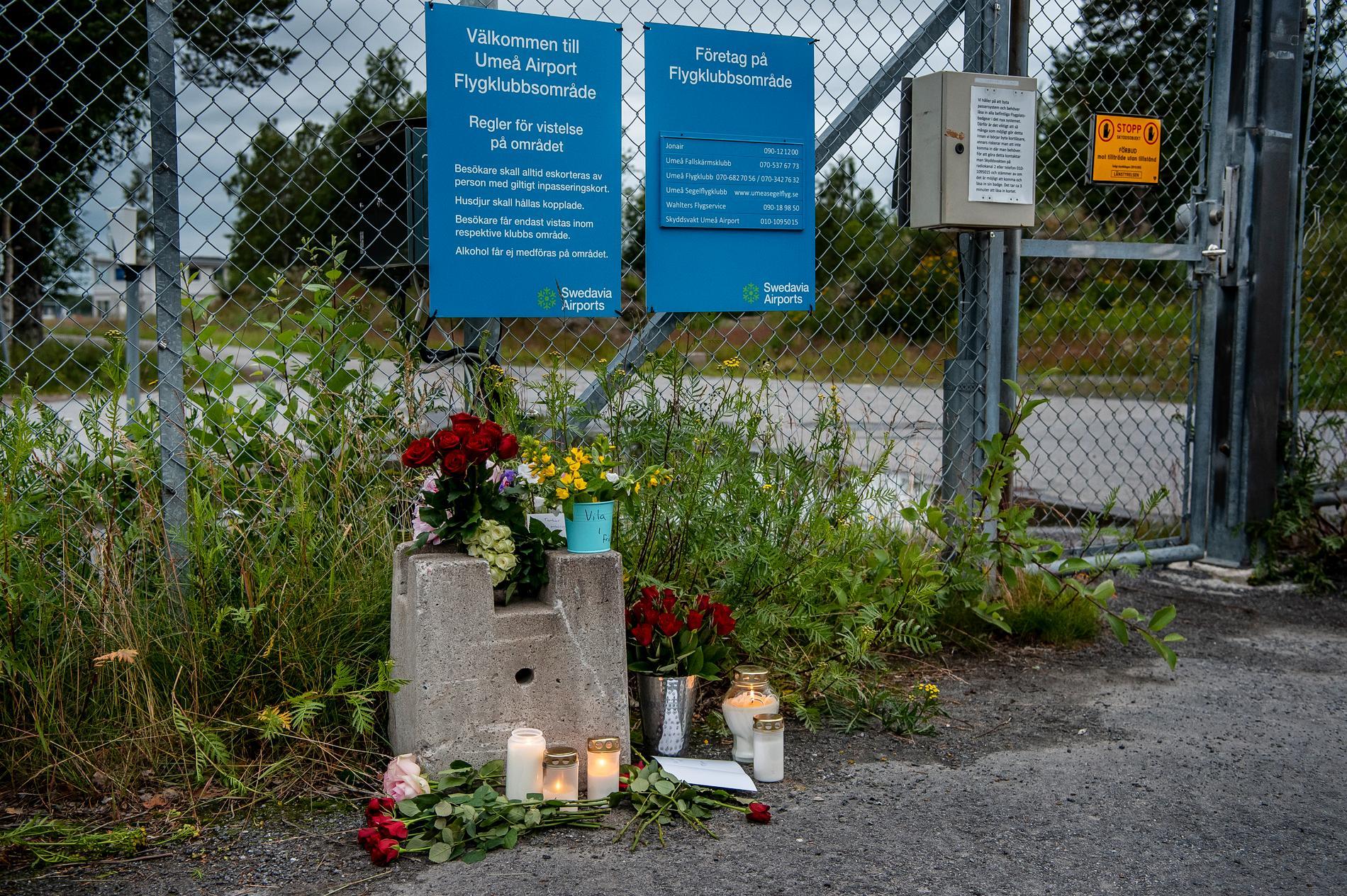 Nio personer omkom då ett enmotorigt flygplan med fallskärmshoppare kraschade på ön Storsandskär i Umeälven i Umeå i juli 2019.