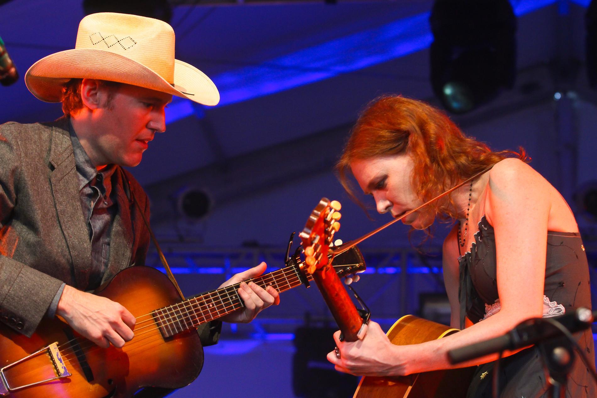 David Rawlings och Gillian Welch i Austin, Texas samma år som de spelade i Sverige.