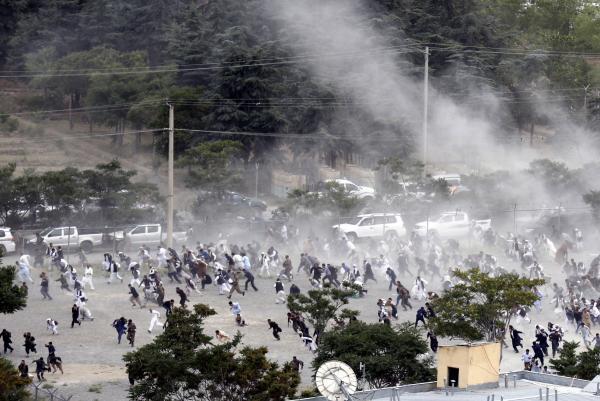 Attacken mot Kabuls diplomatkvarter dödade över 90 civila.