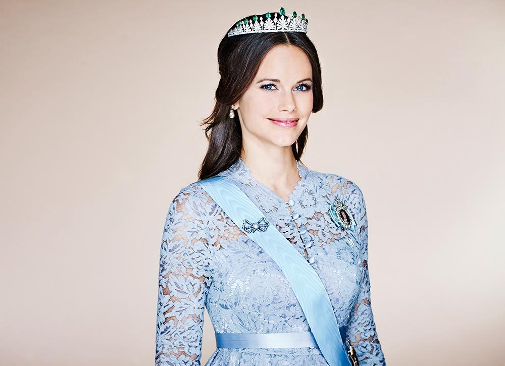 Prinsessan Sofia är hertiginna av Värmland. Hon gifte sig med prins Carl Philip den 13 maj 2015 och slutade då att använda sitt tidigare efternamn Hellqvist.