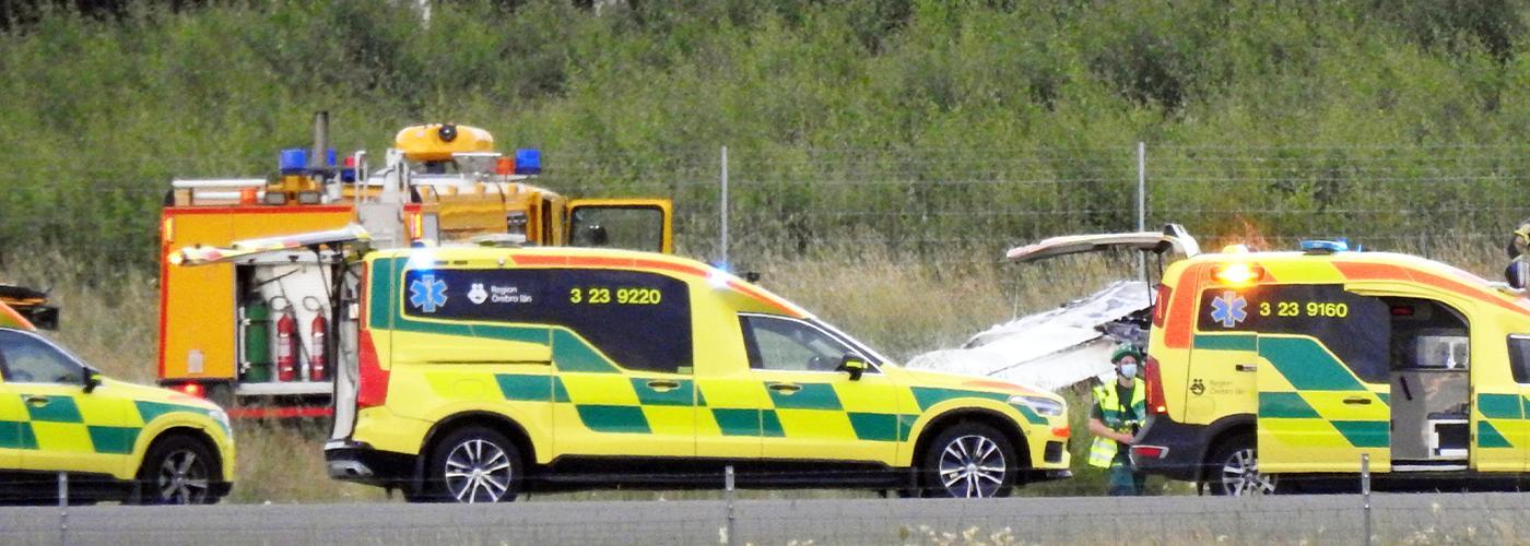 Ett flygplan har kraschat i närheten av Örebros flygplats.