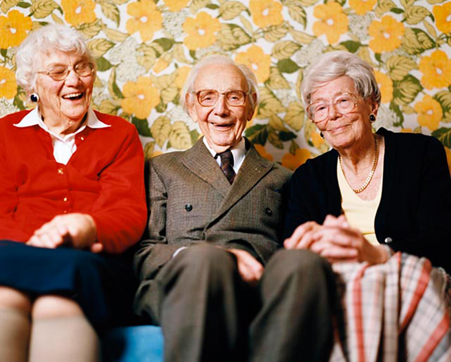 BÄTTRE OCH BÄTTRE DAG FÖR DAG Äntligen får man sova ut och slipper kraven på jobbet. Nio av tio är nöjda eller mycket nöjda med sitt liv som pensionär och tycker att det är skönt att istället få tid för familj och vänner – och ett riktigt flatgarv.