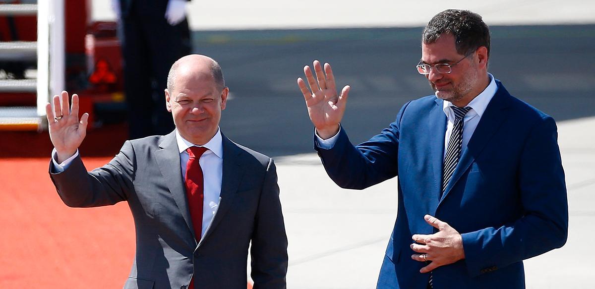 """Socialdemokraternas kanslerkandidat Olaf Scholz t v och hans statssekreterare Wolfgang Schmidt t h. """"2019 skedde ett genombrott för klimatfrågan i Tyskland"""", säger Schmidt."""