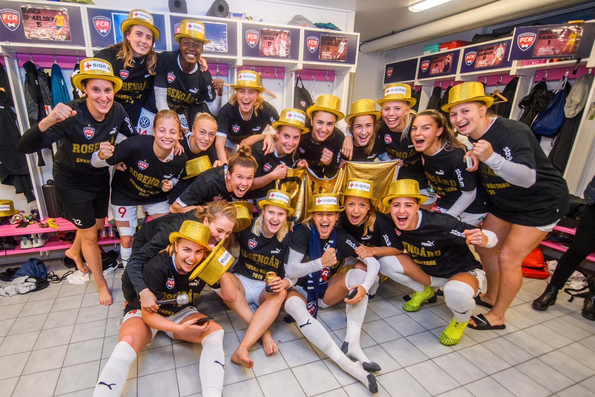 Rosengårds spelare jublar i omklädningsrummet efter att Rosengård säkrat SM-guldet 2019.