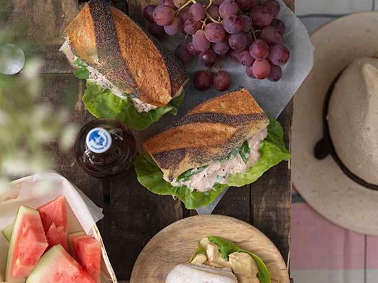 Tonfiskröra och baquette till picknick och utflykt.