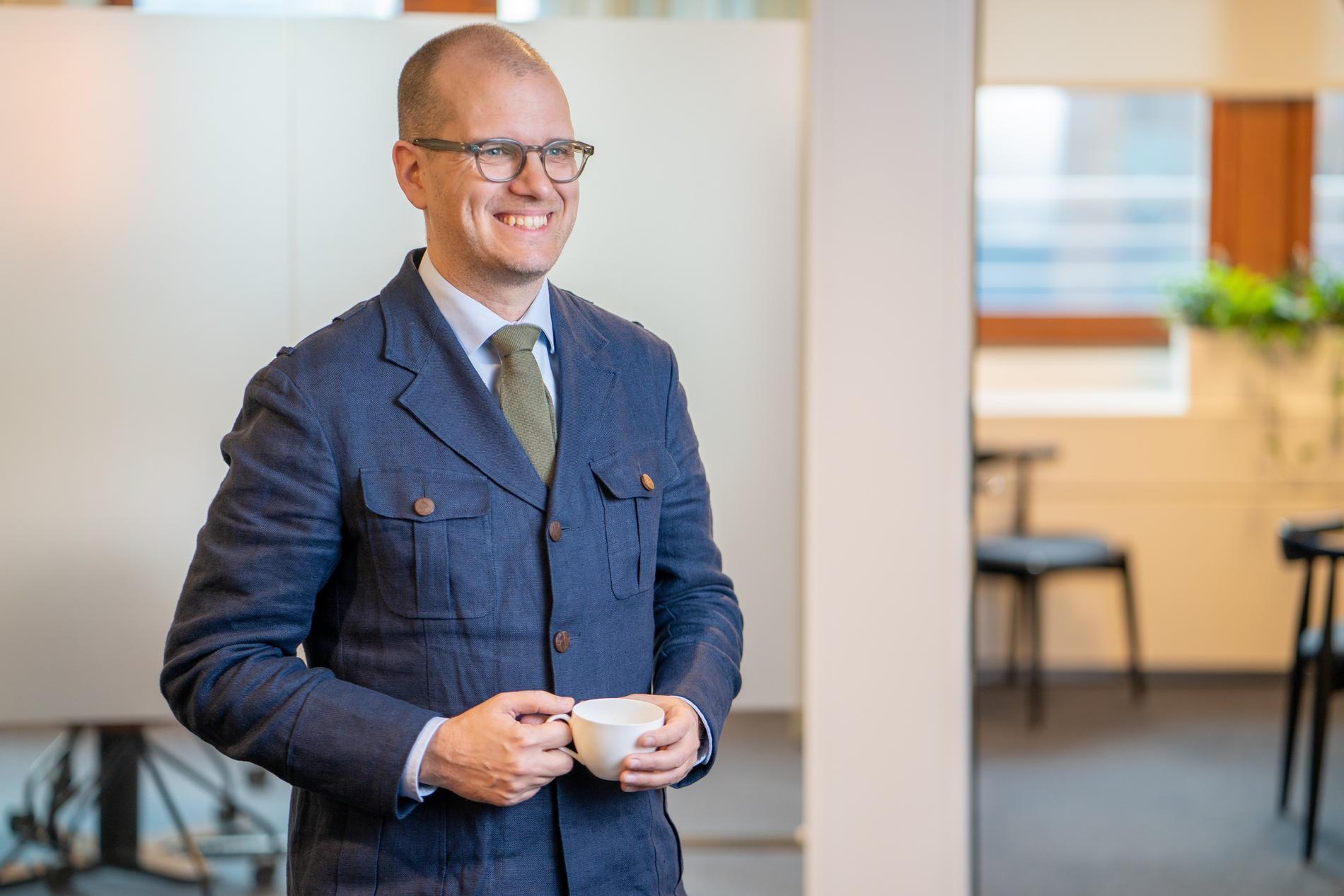 """En glad Joakim Bornold säger: """"Sverige har alla förutsättningar att komma ur detta som en av de nationer som klarade krisen bäst"""""""