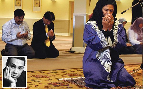 Amina Wadud leder fredagsbönen i Oxford, England. Frågan om kvinnliga imamer är kontroversiell – men dagens debattör menar att tiden är mogen.