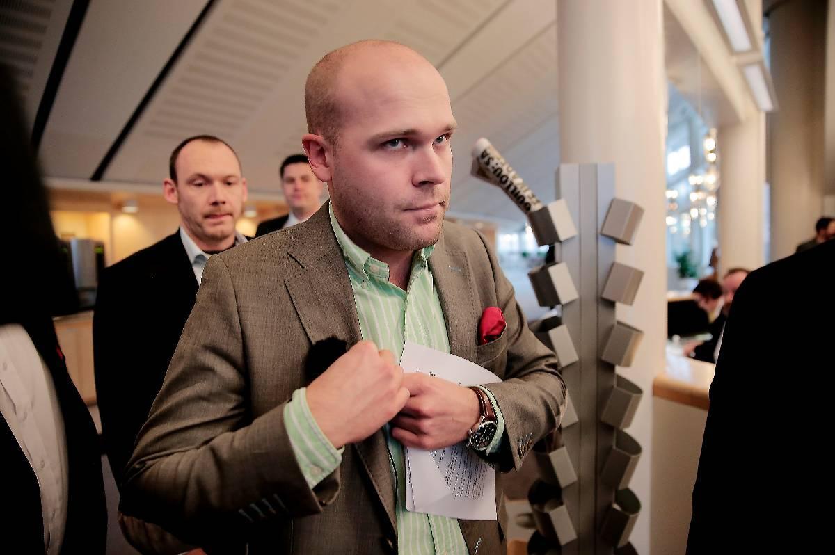 Erik Almqvist tvingades bort från alla sina uppdrag i Sverigedemokraterna efter att skandalfilmerna publicerades i förra veckan.