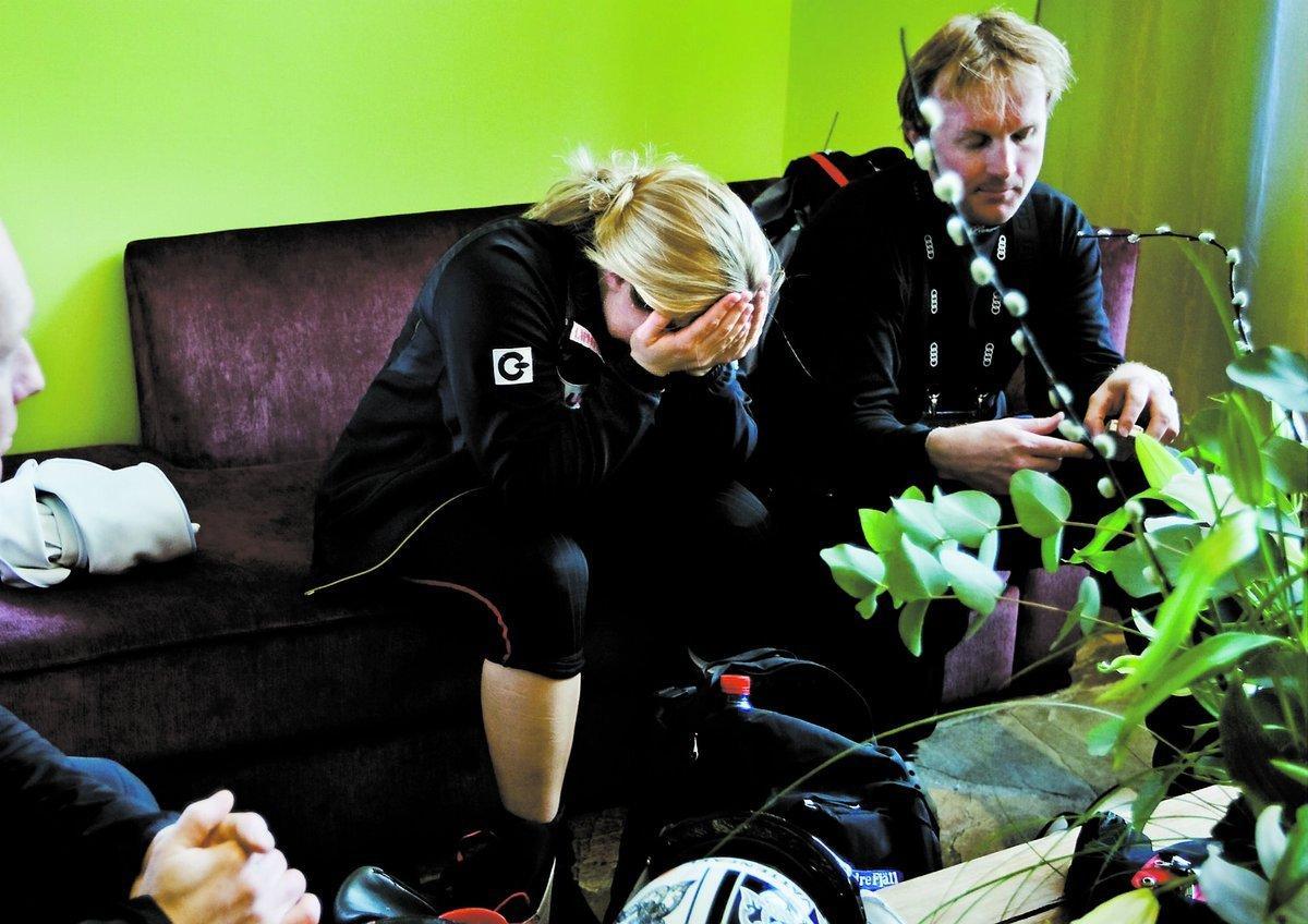 Anja Pärsson har det tungt just nu. i går saboterade arrangörerna träningsbacken, och värdefull träning gick till spillo för den svenska stjärnan.