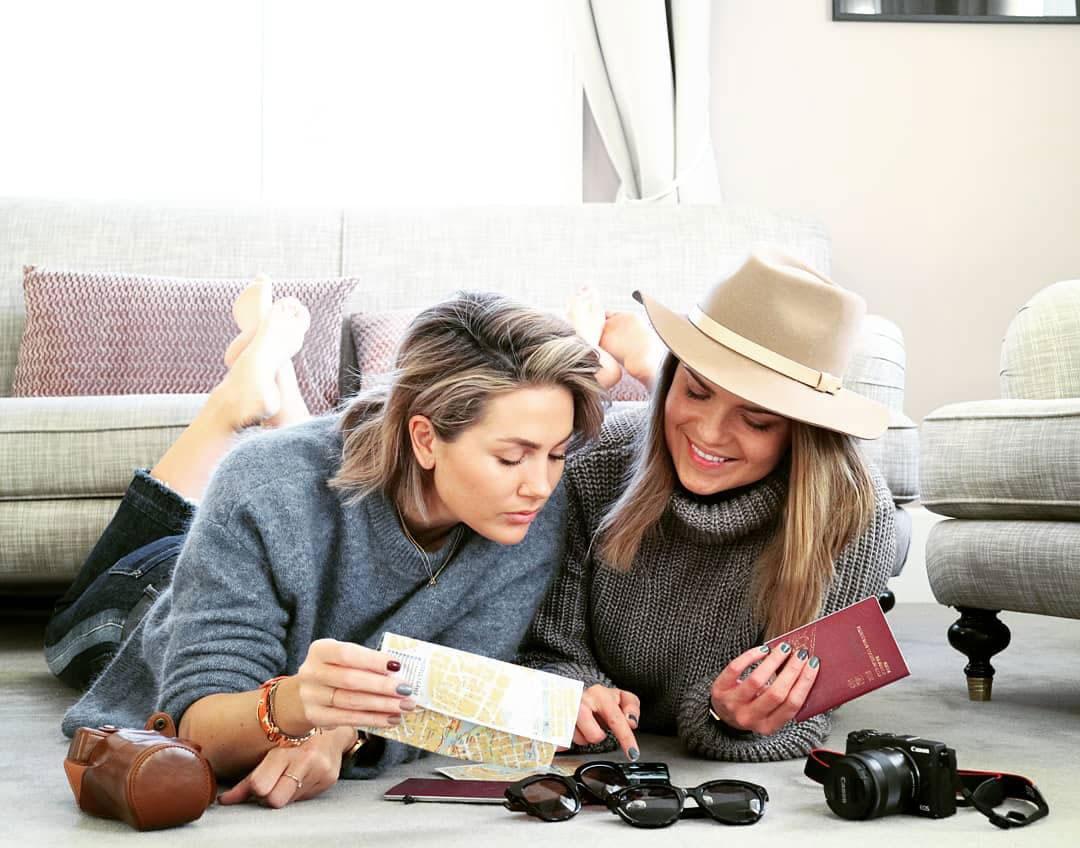 Joanna Swica och Louise Johannesson står bakom en stor Facebookgrupp för tjejer som heter Friendcation.