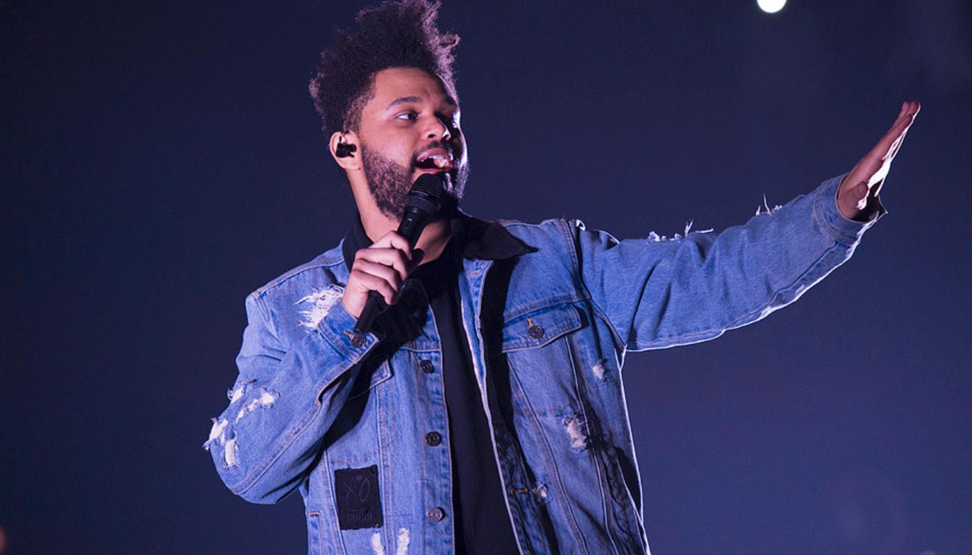 """The Weeknd gjorde med sin """"Blinding lights"""" en av fjolårets stora låtar. I oktober kommer han till Stockholm."""