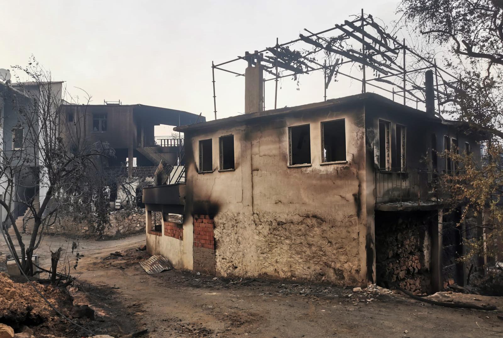 Byn Bayir har drabbaats hårt av bränderna.