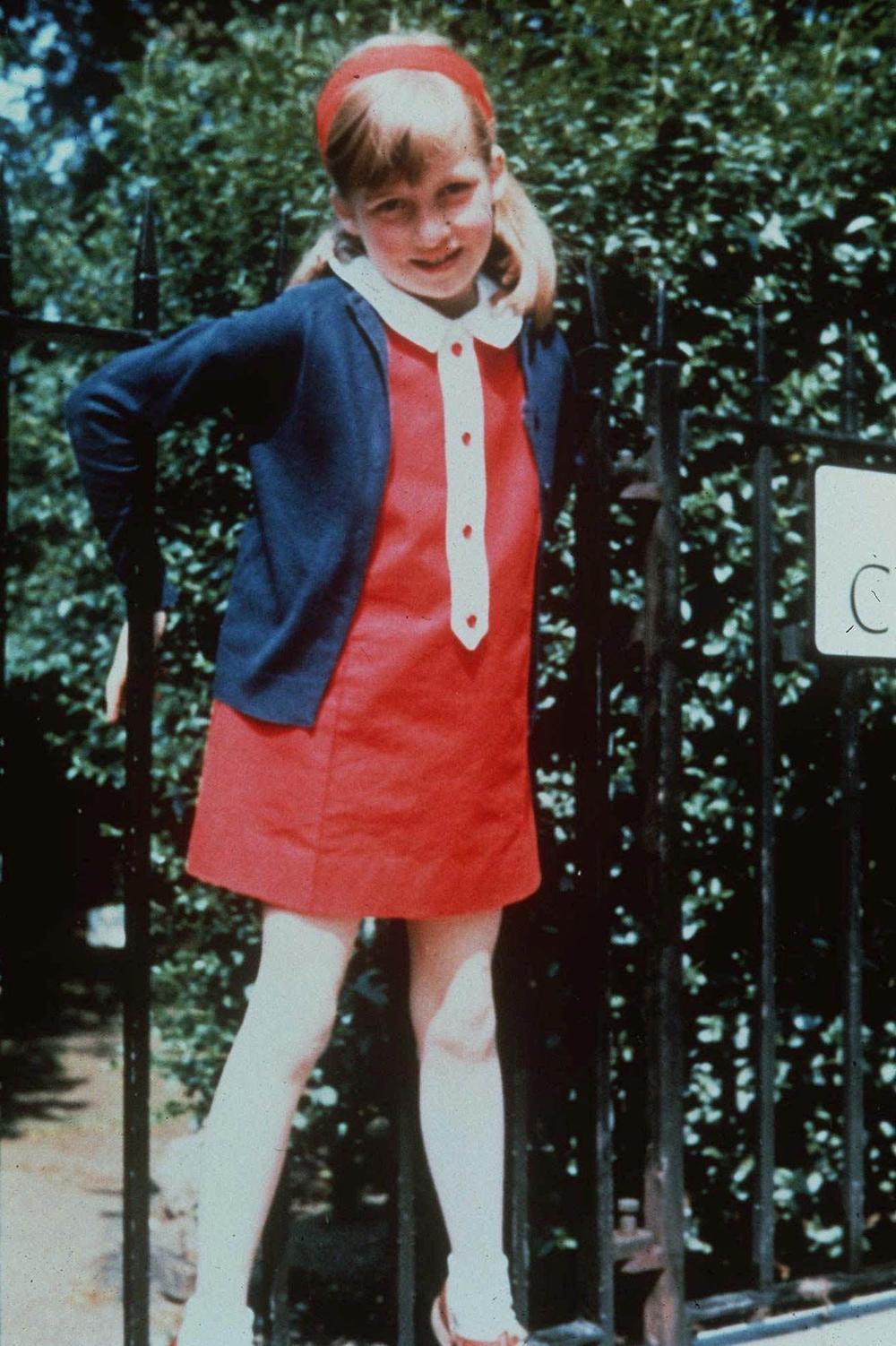Diana Spencer vid familjens hus Park House vid slottet Sandringham.