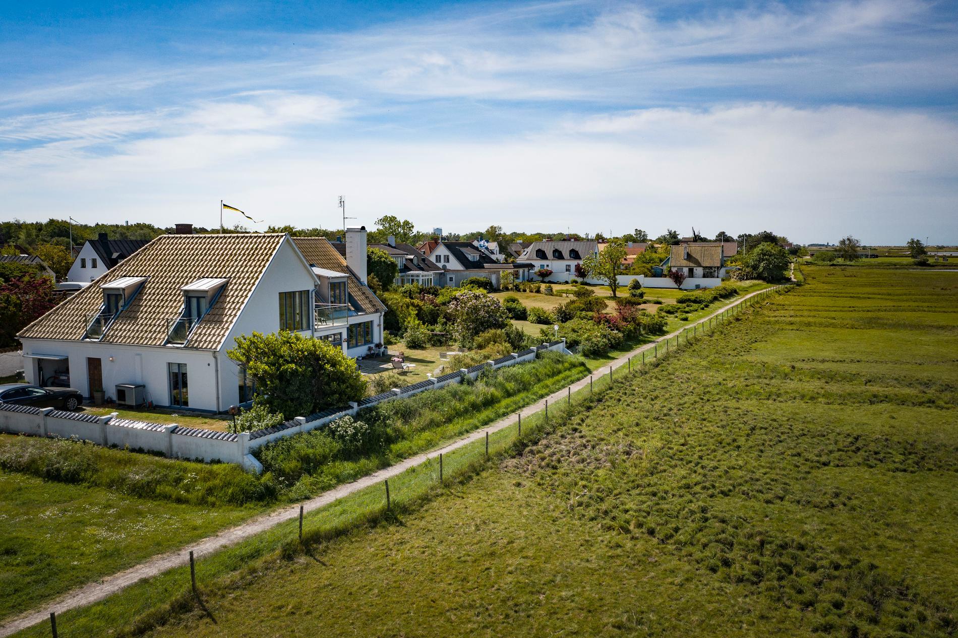 Jan Wieslanders bostad ligger på Skanörs front row med fri vy över Flommen, havet och betesmarkerna.