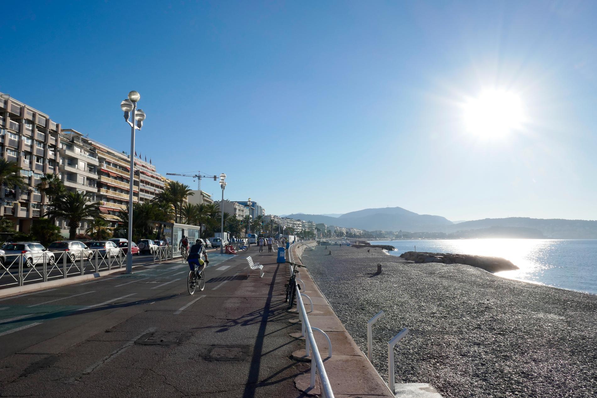 Strandpromenaden Promenade des Anglais i byen Nice på Rivieraen i Frankrike.
