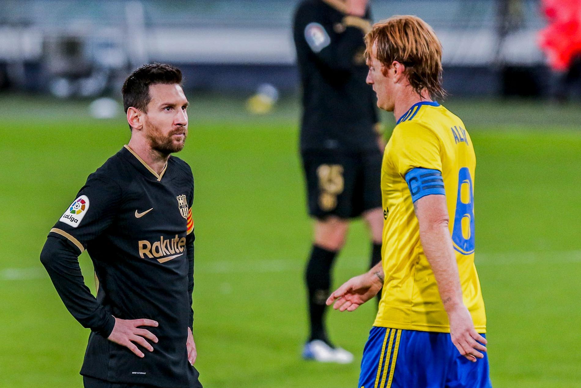 Messi deppar efter förlusten mot Cadiz.
