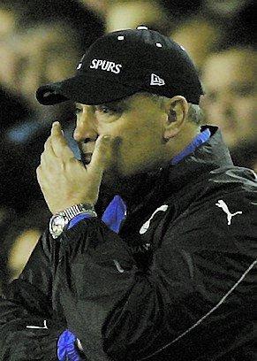 """Martin Jol ser sitt Spurs förlora Uefa-cupmatchen mot Getafe. Efter matchen får han beskedet – """"du är sparkad""""."""