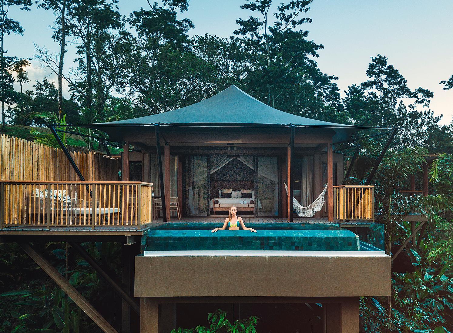 Vissa av hotellets villor har en privat pool.
