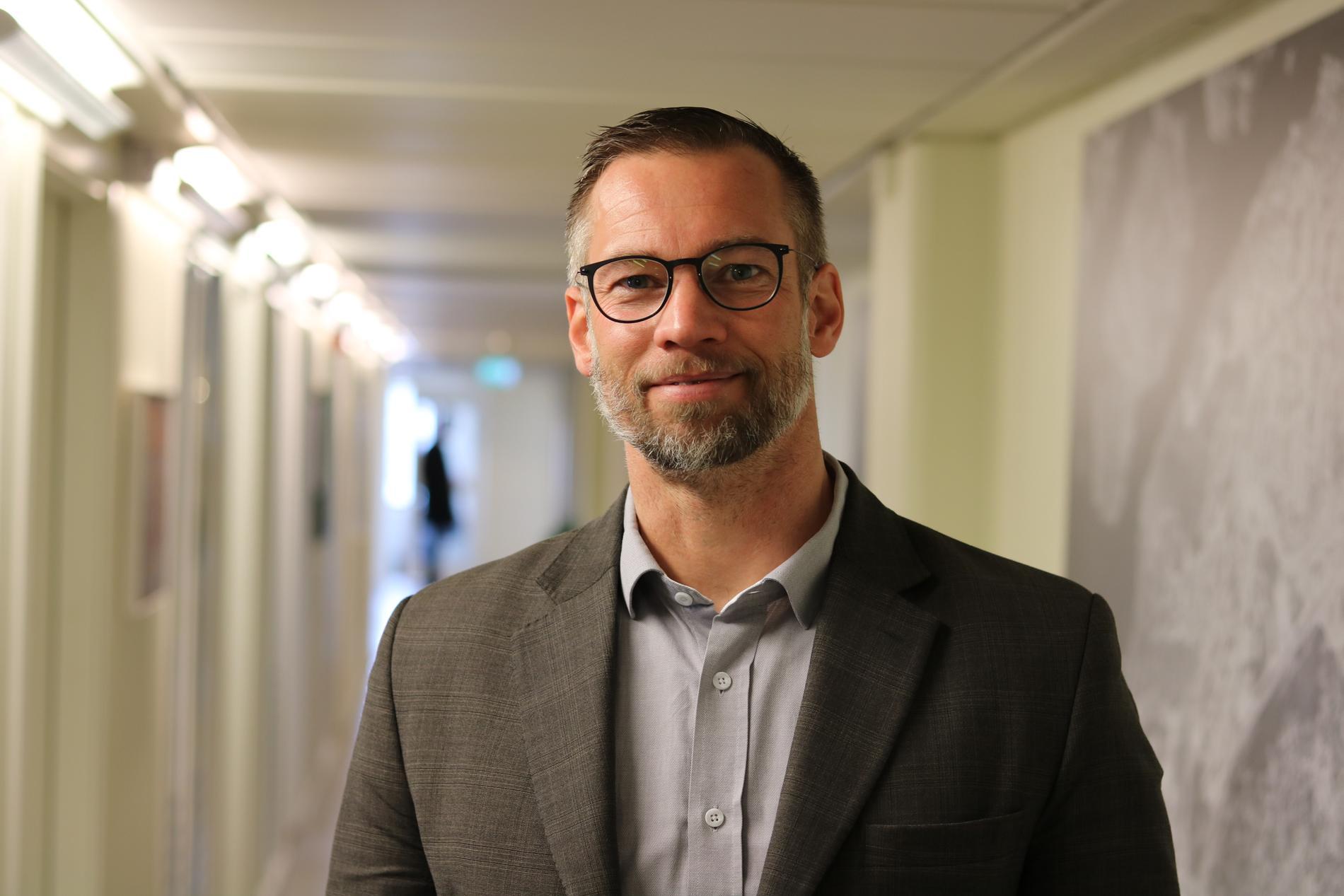 """Patrik Åhnberg, stadsdelsdirektör i Skärholmen, tycker att det är """"bedrövligt"""" att pengarna är borta."""