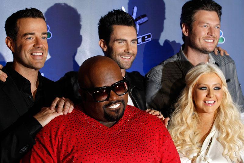 """Carson Daly, Cee Lo Green, Adam Levine, Blake Shelton, och Christina Aguilera i """"The Voice""""."""