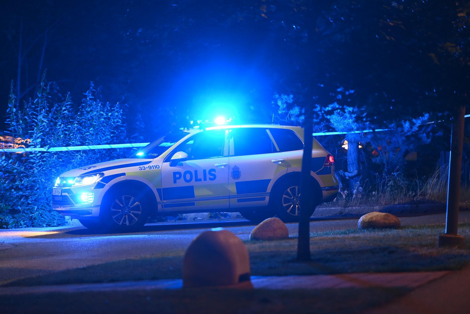Polis på plats efter skottlossningen.
