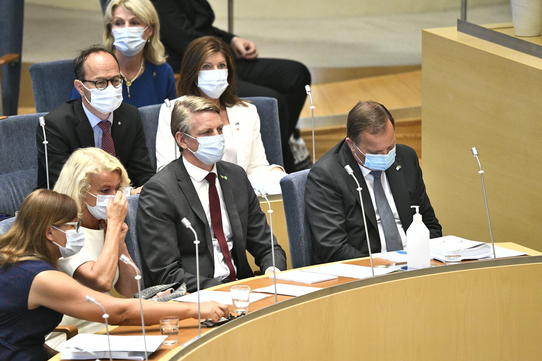 Infrastrukturminister Tomas Eneroth (S) Arbetsmarknadsminister Eva Nordmark och Miljö- och klimatminister Per Bolund (MP), statsminister Stefan Löfven (S) under misstroendeomröstningen.