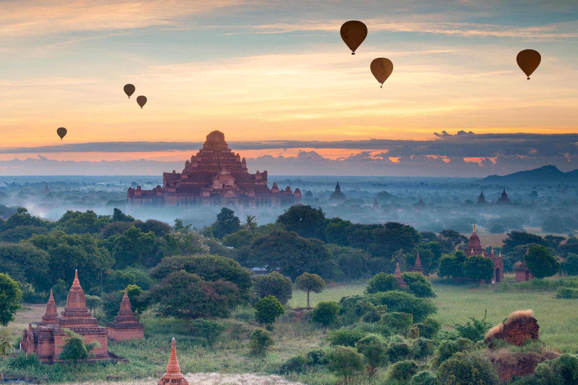 I Bagan finns över 2 000 tempel.