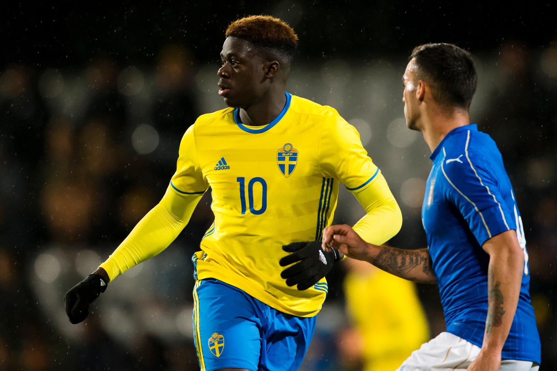 Mumbongo under fotbollsmatchen i EM-kvalet för U18 mellan Sverige och Italien 2017 i Jönköping.