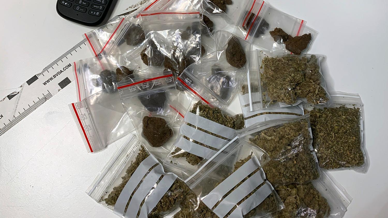 Knarkgömman som Magda sniffade fram bestod av nästan ett hekto narkotika.
