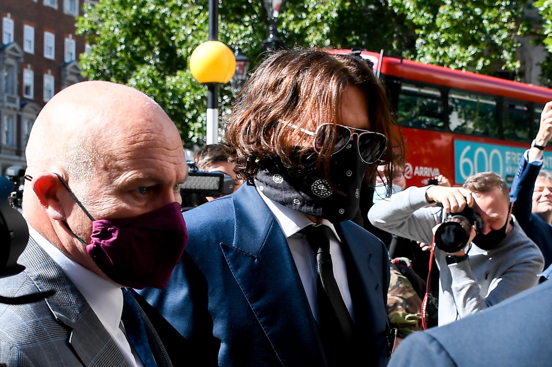 Johnny Depp på väg till rättegången i London på tisdagen.