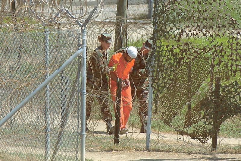 Obamas första order: stäng Guantanamo.