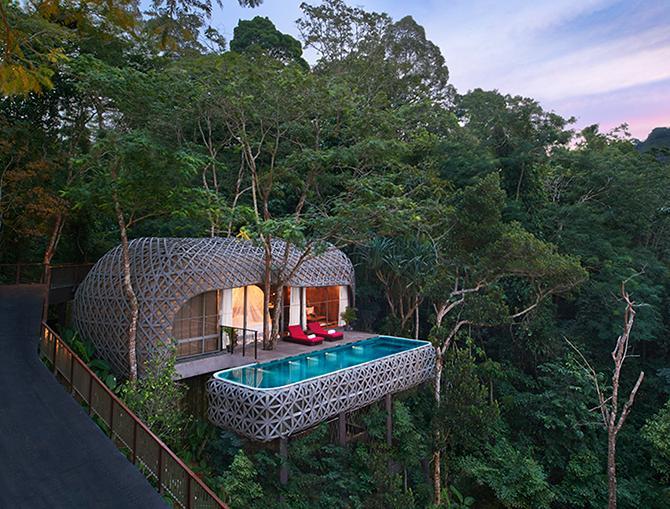 40 minuter från myllrande Phuket town ligger detta lugna resort.