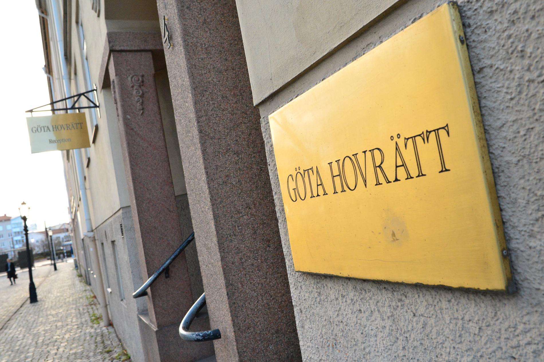 En man som dömts till ungdomsvård för att ha skjutit flera skott i en frisörsalong i Borås frias av hovrätten. Arkivbild.