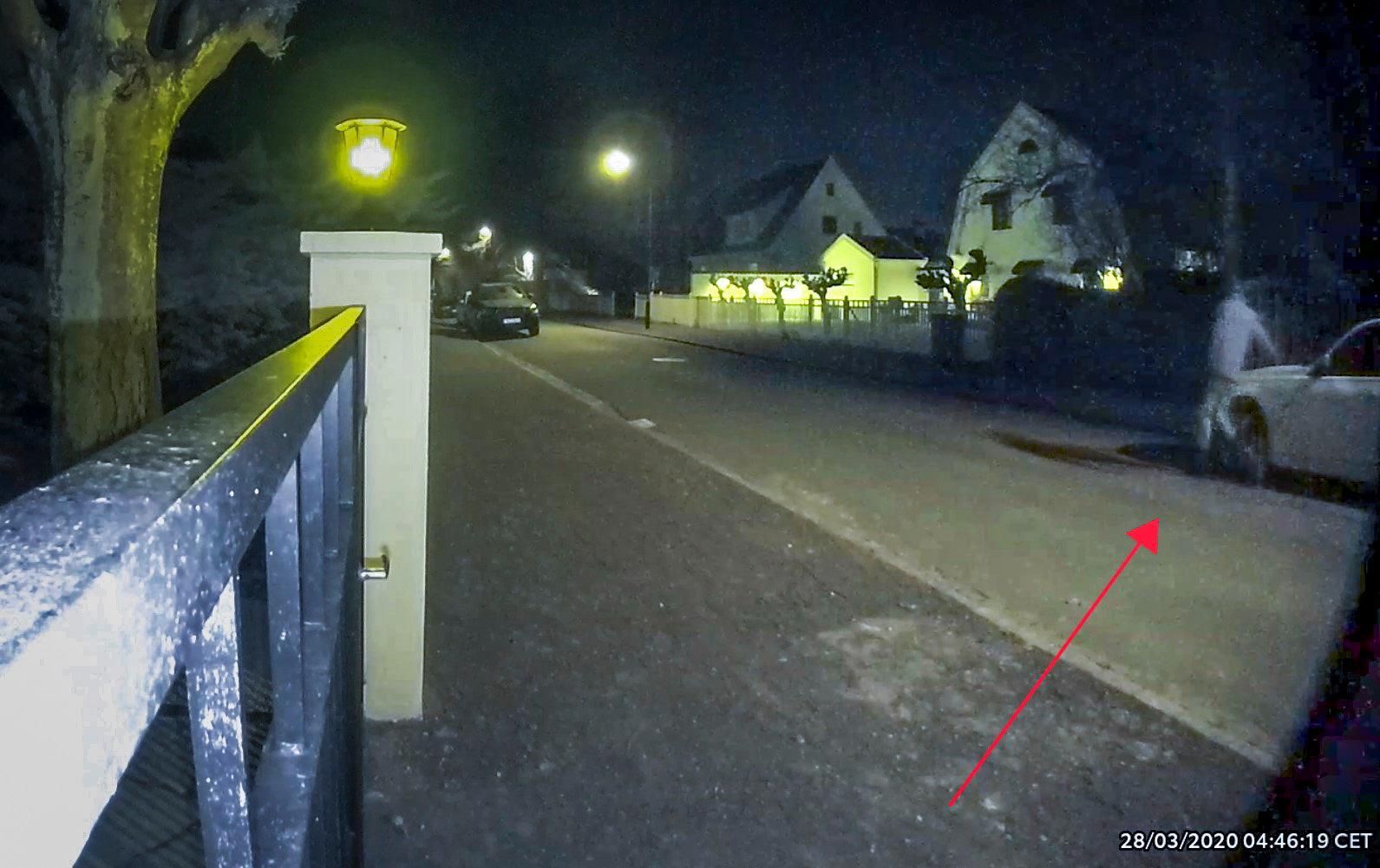 Polis i Malmö har gripit en man som misstänks ha repat bilars lack. Bilden är från polisen i Malmö som offentliggjorde en film i samband med en tidigare händelse i Malmö då en gärningsman repade lacken på flera bilar i staden. Något samband mellan de två händelserna har inte bevisats. Arkivbild.