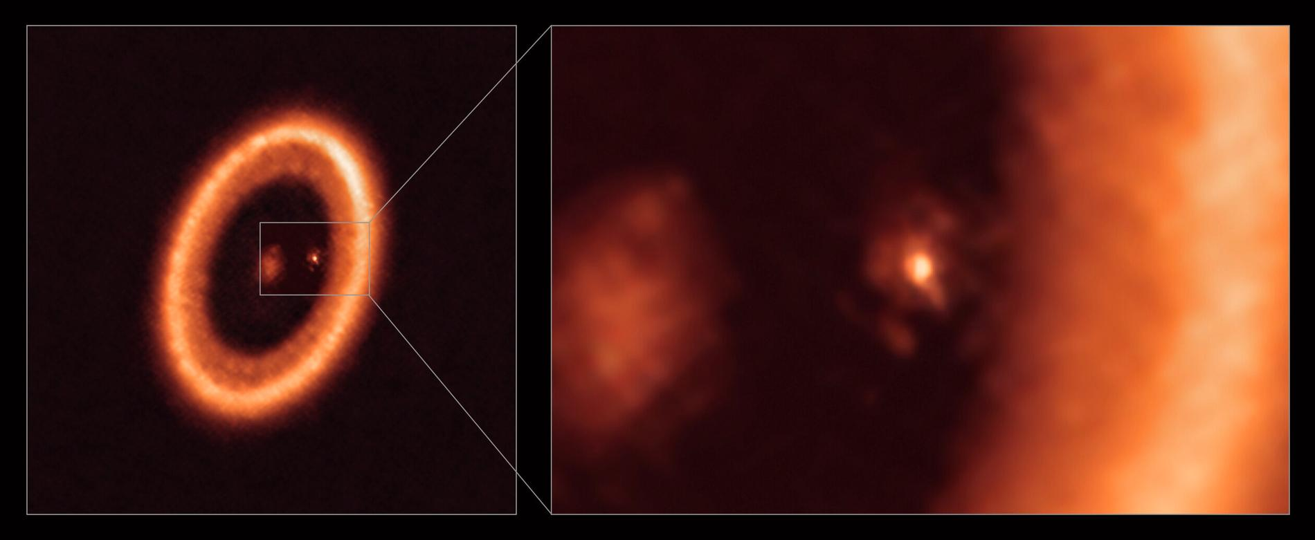 Den inzoomade bilden till höger, tagen med Alma, visar planeten PDS 70C i mitten, med en disk av dam och stoft runtom, som tros komma att bilda månar. I den vänstra bilden ses solsystemets stjärna i mitten, med en betydligt större cirkelformad disk som snurrar runt himlakroppen.