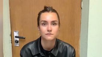 Bild från en av två bekännelsevideor med Sofia Sapega, som lades ut av en regimvänlig belarusisk Telegram-kanal under tisdagen.