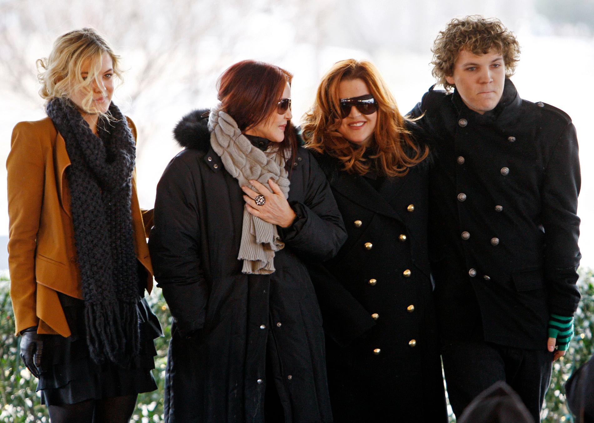 Riley Keough, Priscilla Presley, Lisa Marie Presley och Benjamin Keough 2010.