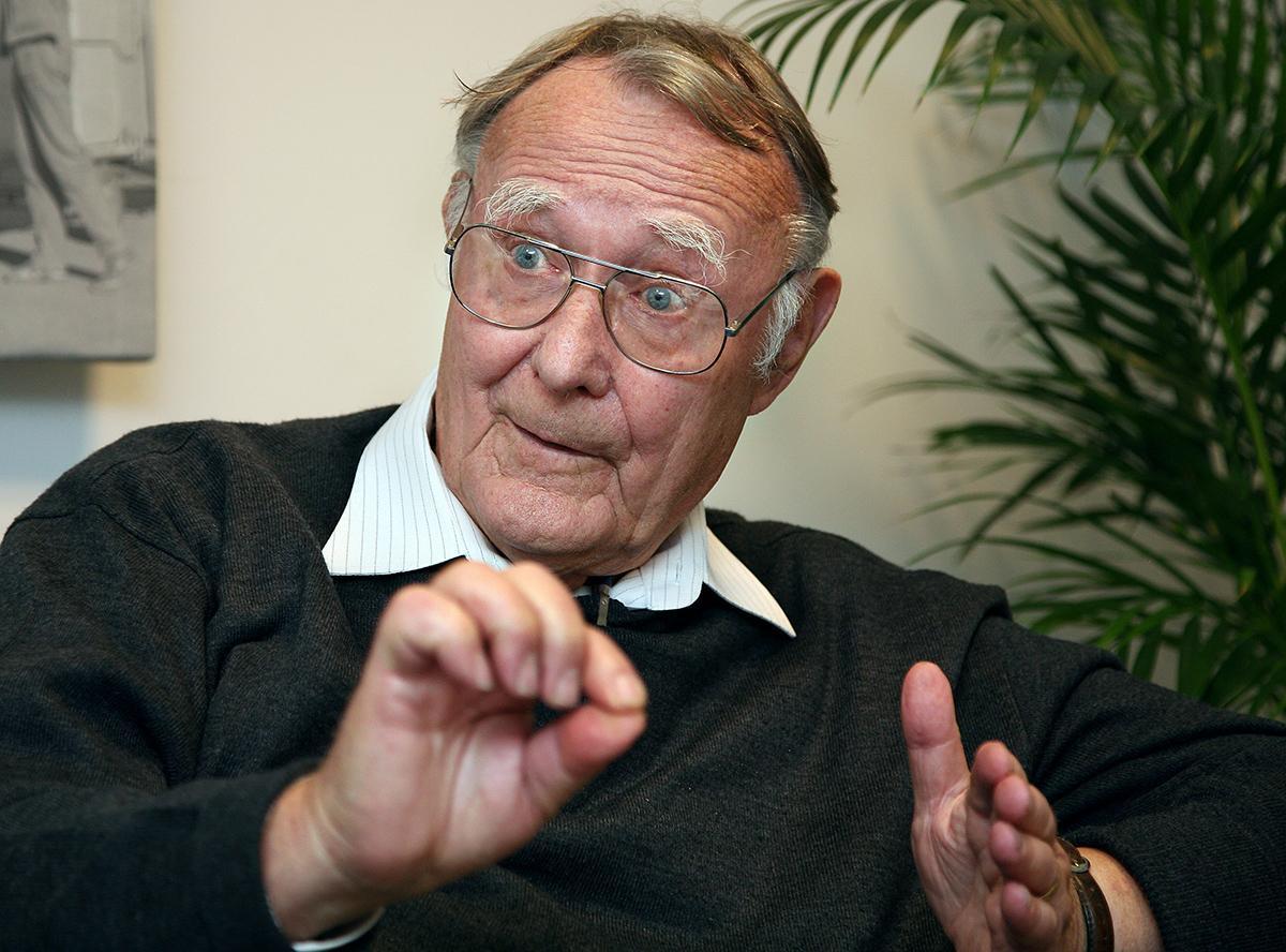 Ingvar Kamprad grundade Ikea. Nu flyttar han hem till Sverige - efter fyrtio år utomlands.
