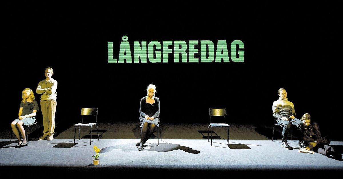 Helena af Sandeberg, Sven Ahlström, Katarina Ewerlöf, Dan Turdén och Maria Salomaa på Stadsteaterns scen.