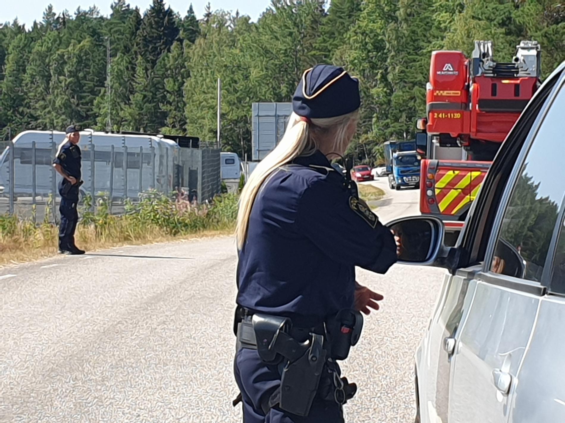 Räddningstjänst och ambulans stod i beredskap vid Anstalten Hällby.