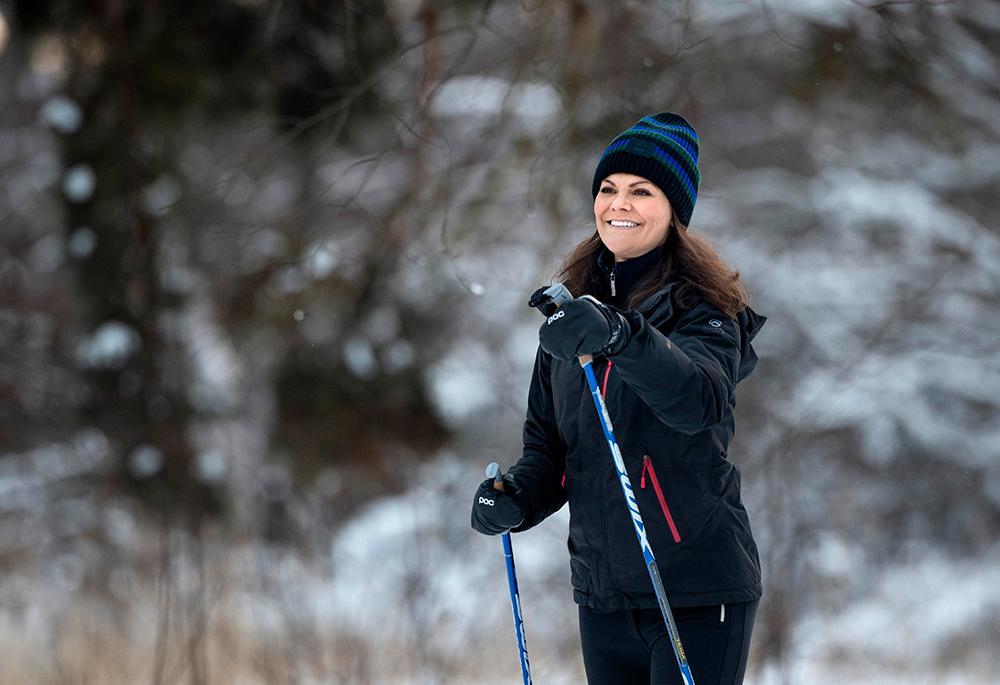 Kronprinsessan Victoria älskar att åka skidor, både på längden och utför. Hon tar ofta med familjen på skidresor till Alperna och till kungens sportstuga i Storlien.