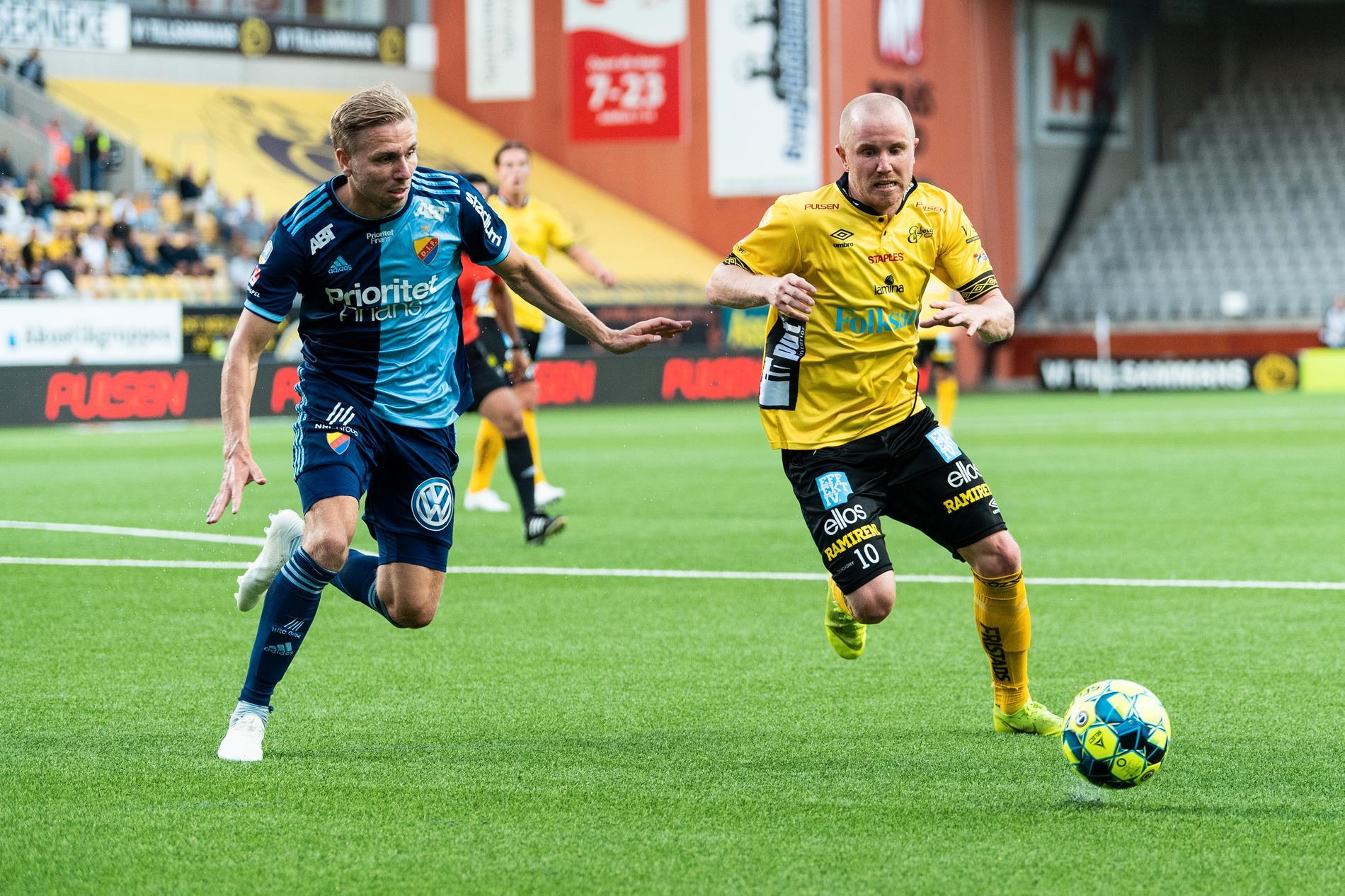 Simon Lundevall i Elfsborg och Djurgårdens Jonathan Ring under en match 2019.