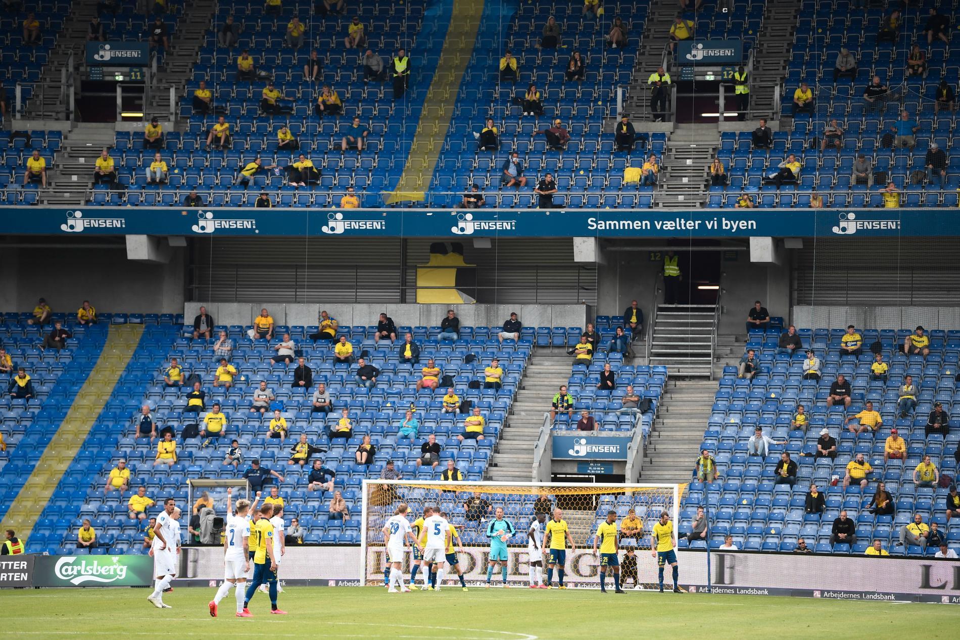 Publik under matchen mellan FC Köpenhamn och Bröndby 21 juni.