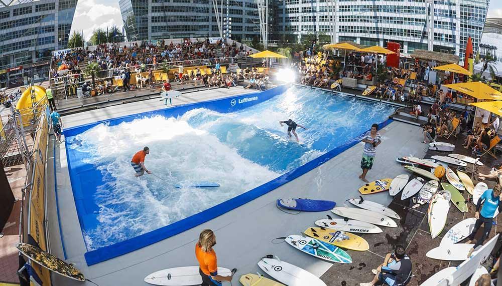 Munich airport arrangerar då och då surfingtävlingar på flygplatsen.