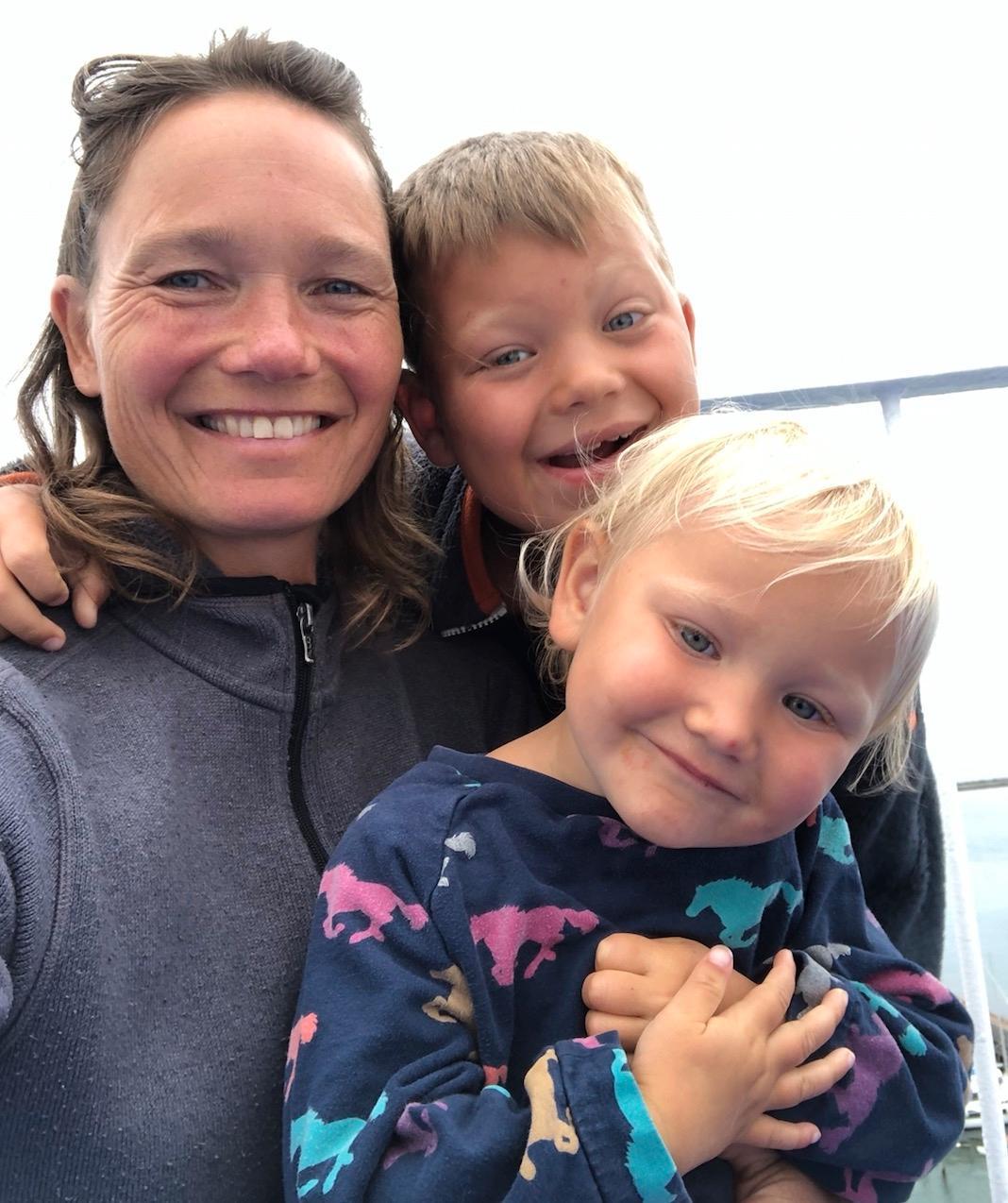 Josefina, 50, Jack, 8, och Enya, 3.