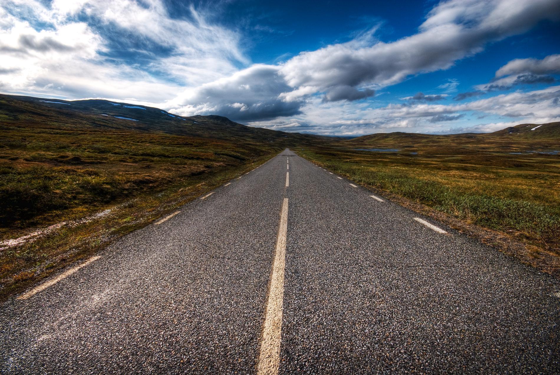 Vildmarksvägen går som en krokig cirkel i Jämtland och Lappland.